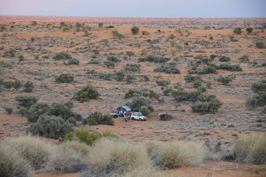 Beachcomber Well - Batton Hills Hay River Track Trayon Camper. 4WD Camping in Desert. Simpson Desert.