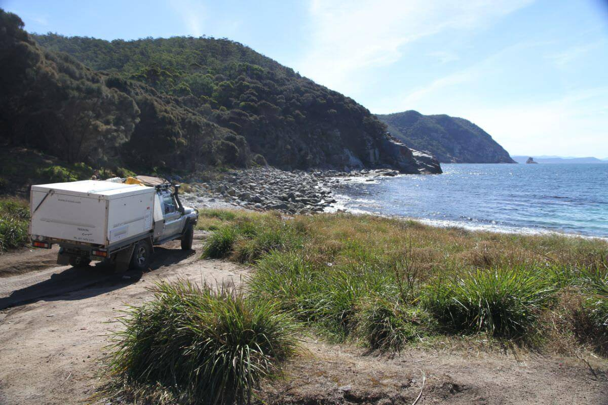 4WD track that leads to Bluestone Bay from Cape Tourville - Landcruiser 79 Series - Trayon Camper rocky beach.