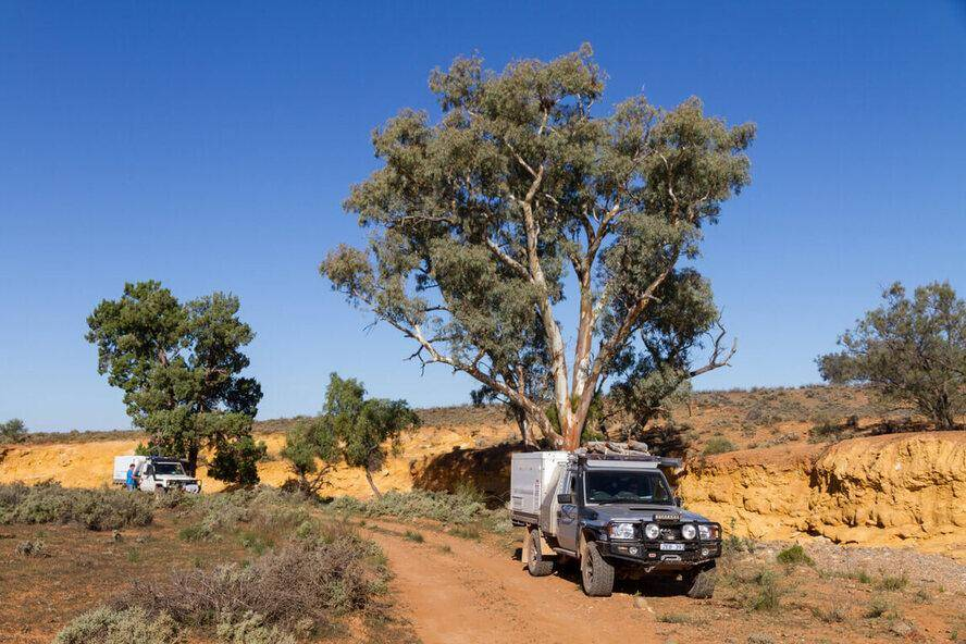 Willow Springs - Flinders Ranges National Park, 4WD Ute Toyota Landcruiser dirt track, desert Trayon slide on camper off grid