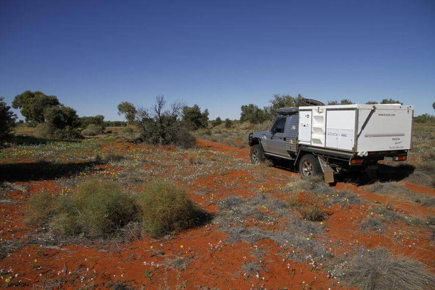 Bottom Hill - Hay River Track Lake Caroline Trayon Campers, Toyota Landcruiser 79 Series. Simpson Desert.