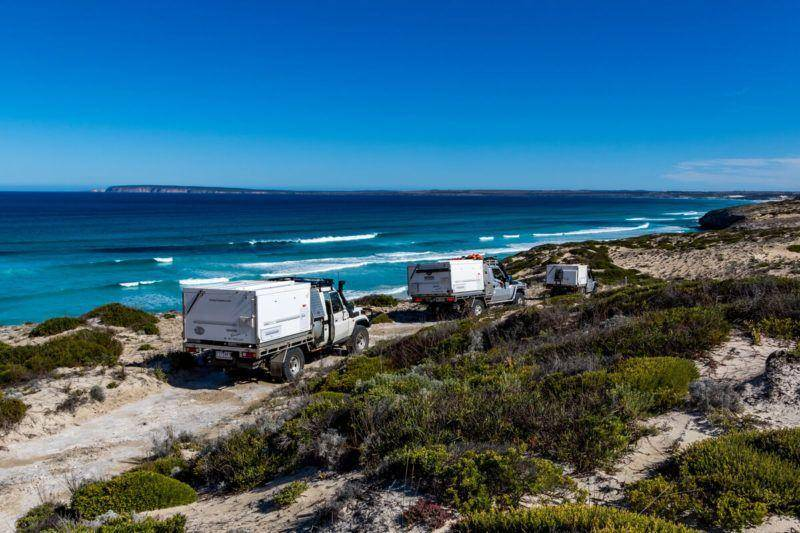 Sleaford-Wanna 4WD Track Lincoln National Limestone Cliffs Landcruiser Trayon Camper Convoy waves - Eyre Peninsula