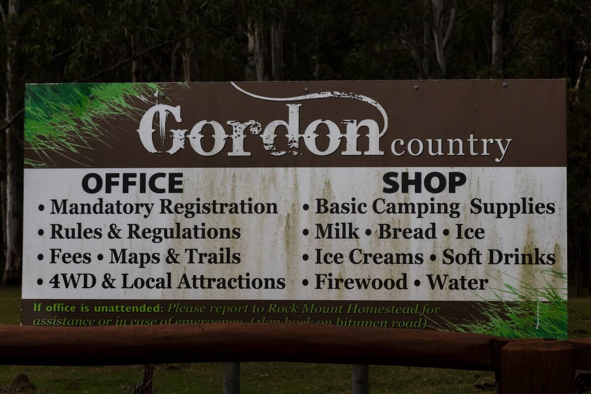Gordon Country Main Office Sign