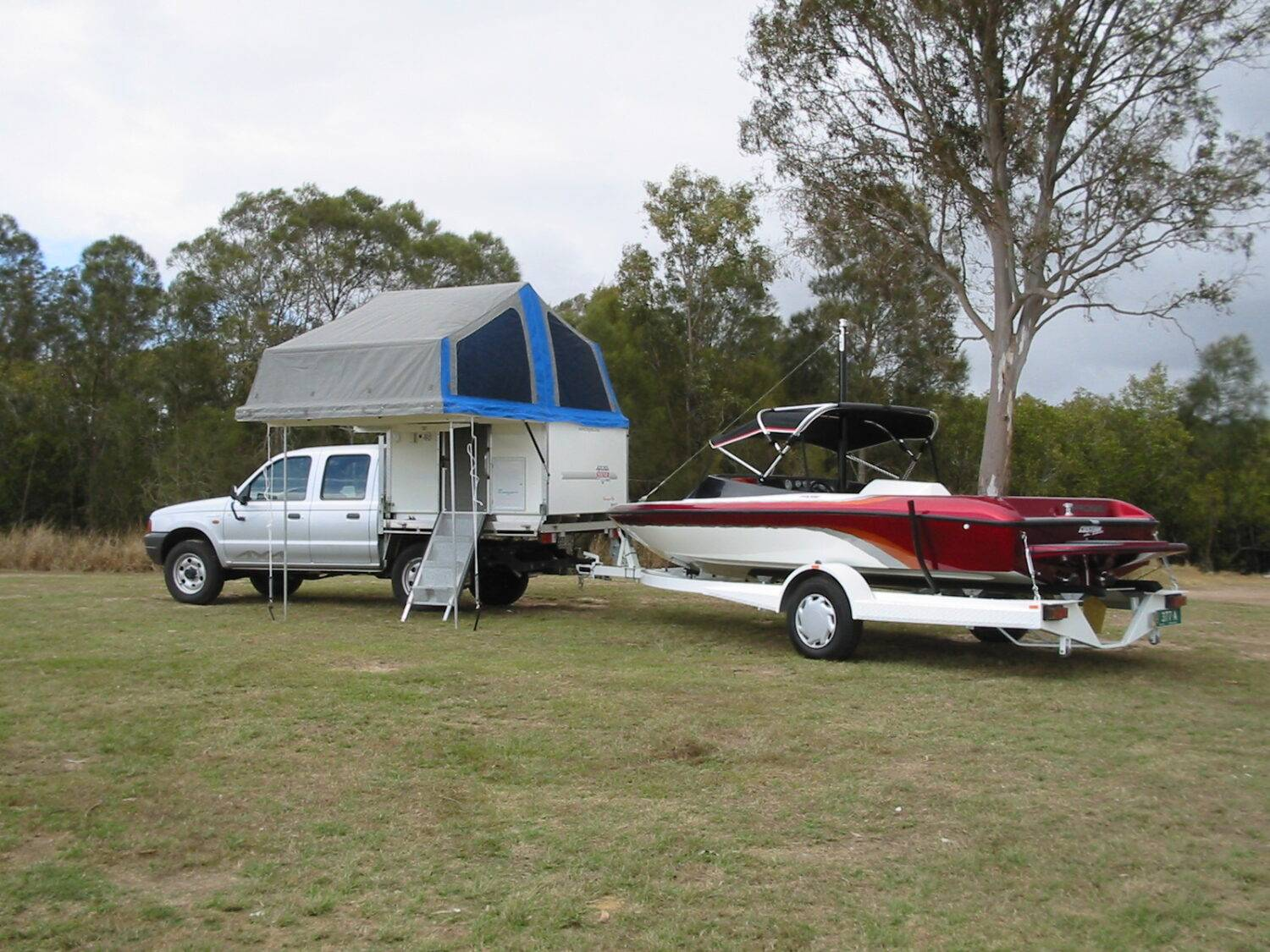 towing slide on camper speed boat side entry (Trayon Camper)